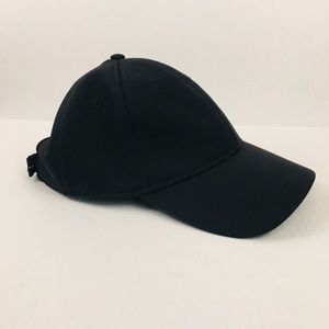 Lululemon baseball cap in black adjustable